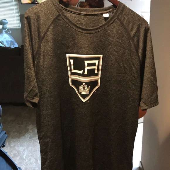 buy online bed7e 26cfe Brand New Adidas LA Kings XL T Shirt